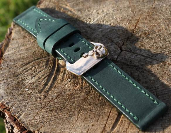 24/24mm (strap 45 euro buckle 50 euro)