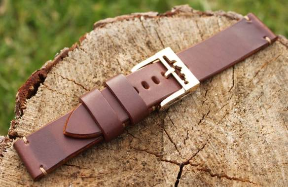 24/24mm (straps 45 euro.buckle 50 euro)